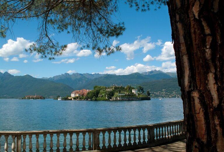 Najkrajšie jazerá Talianska a Švajčiarska a pohľad na ostrov