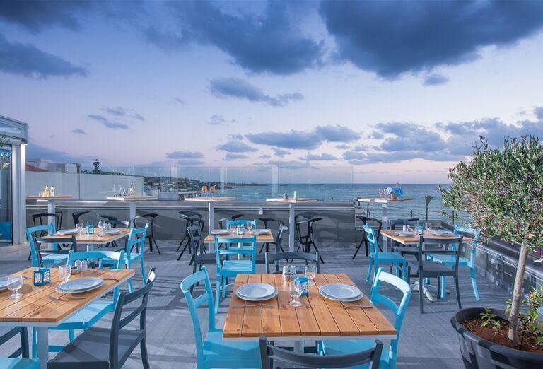 Vonkajšia terasa hotela Infinity Blue