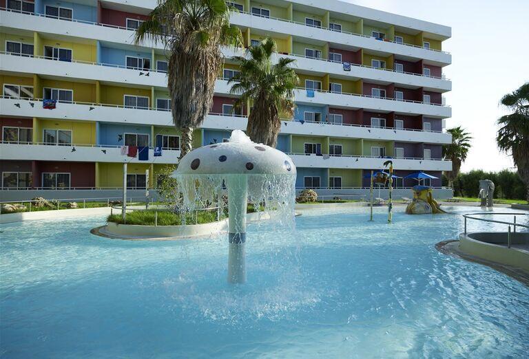 Bazén a hotel Esperides Beach
