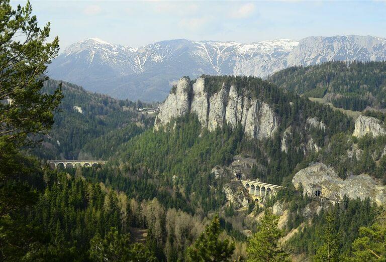 Semmeringský priesmyk-pohľad na skaly