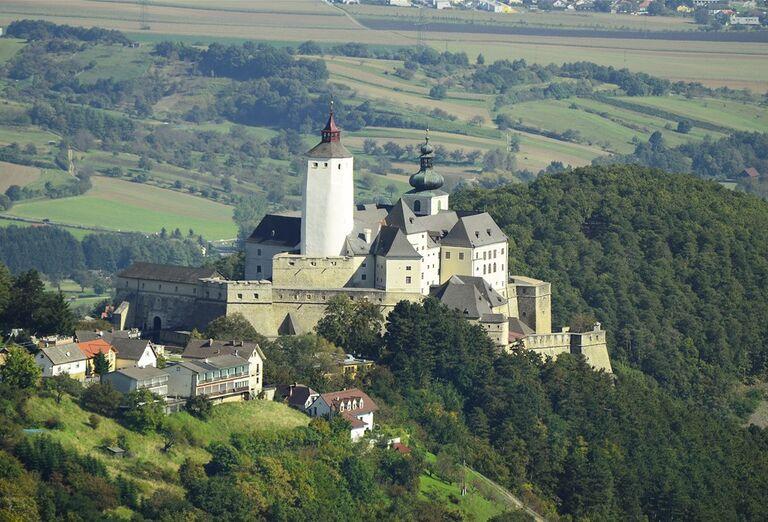 Vianočné trhy, poznávacie zájazdy Rakúsko- zámok