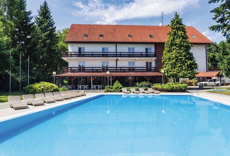 Bazén v hoteli Pod Lipou Resort
