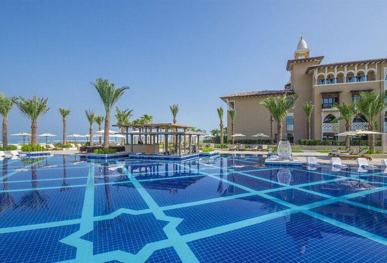 Bazén a hotel Rixos Saadiyat Island Abu Dhabi