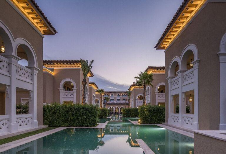 Bazén okolo ubytovania v hoteli Rixos Saadiyat Island Abu Dhabi
