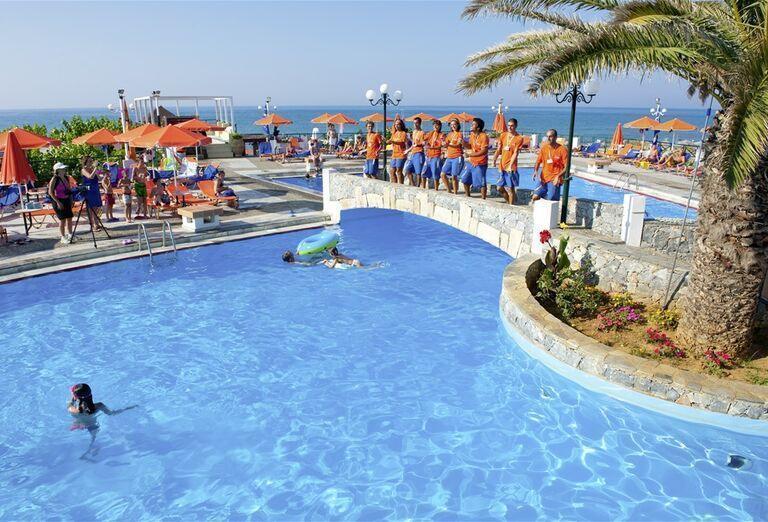 Zábava pri bazéne hotela Eden Village Kournas