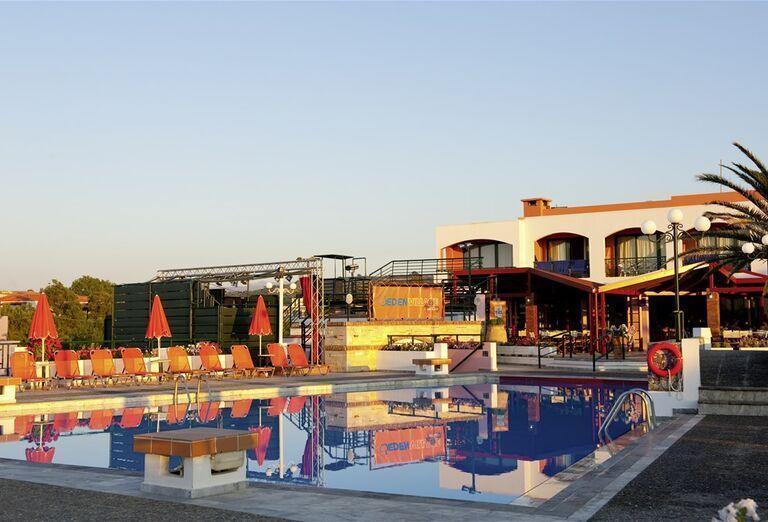 Bazén a hotel Eden Village Kournas