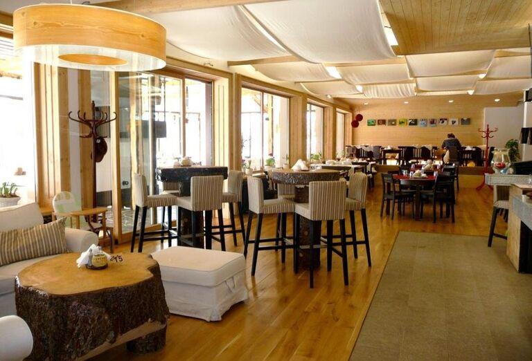 Kaviareň, hotel Toliar, Štrbské Pleso