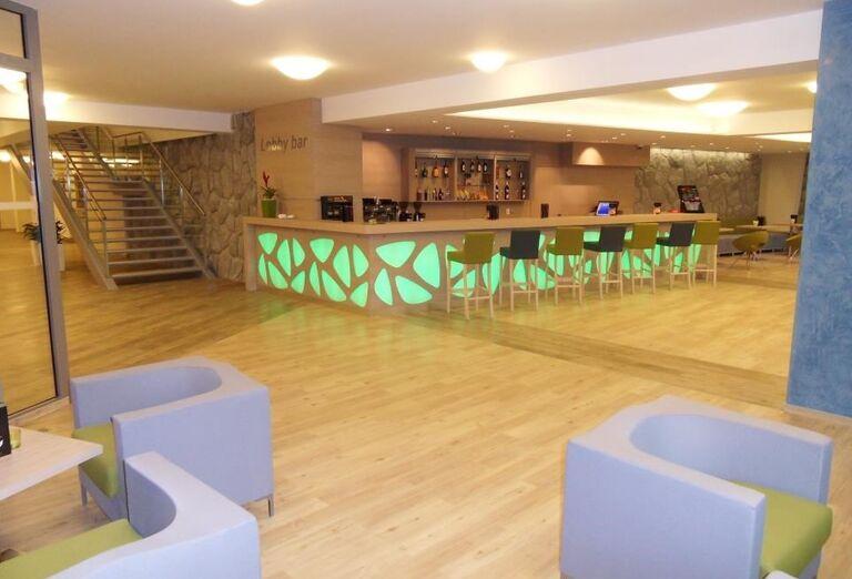 Lobby bar s posedením v hoteli Sorea Trigan