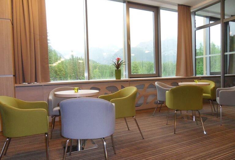 Posedenie v kaviarni hotela Sorea Trigan