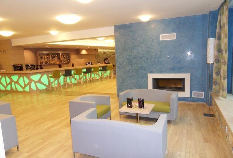 Bar s posedením v hoteli Sorea Trigan
