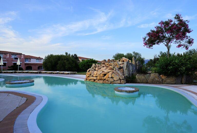 Bazén v hoteli VOI Colonna Beach