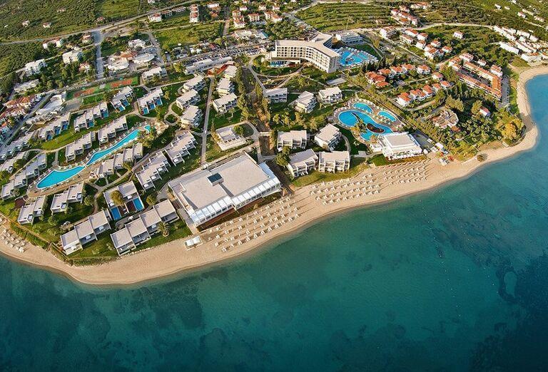 Pohľad z výšky na hotel Ikos Olivia
