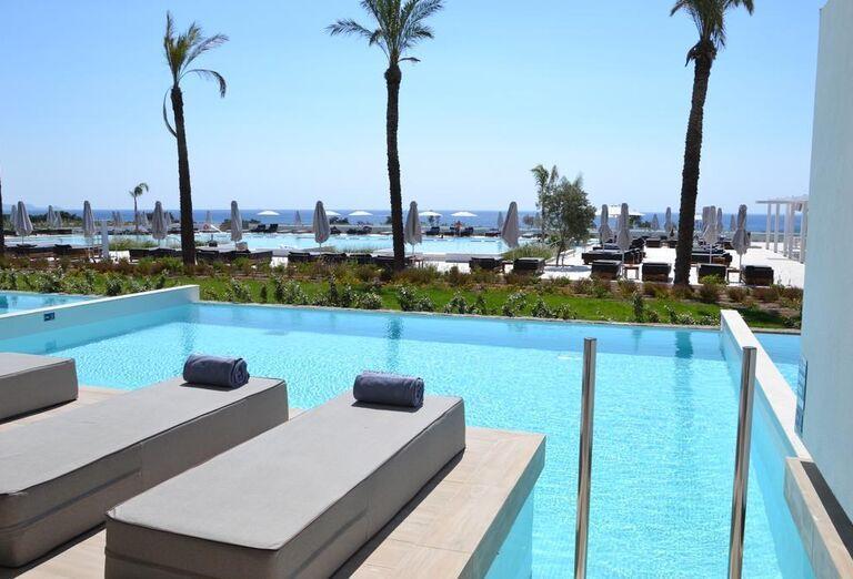 Vstup do súkromného bazénu v hoteli Gennadi Grand Resort