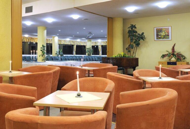 Aperitív bar, hotel SOREA Máj, Lipt. Ján