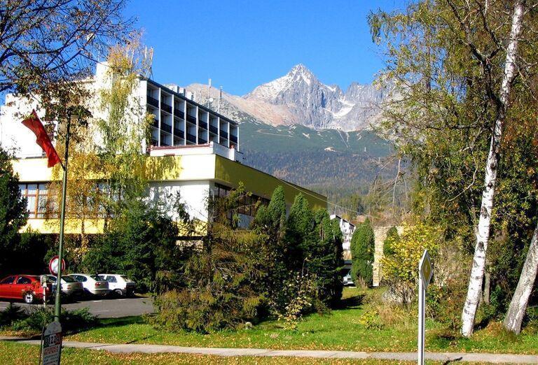 Pohľad na hotel Sorea Urán a Lomnický štít