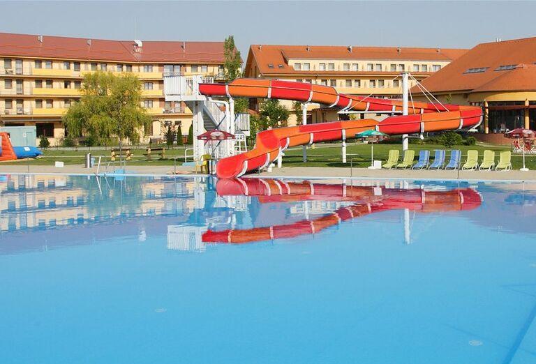 Vonkajší bazén, Wellness Hotel Patince