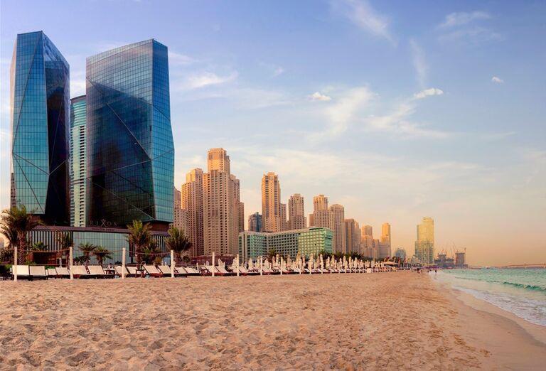 Piesková pláž pred hotelom Rixos Premium Dubai