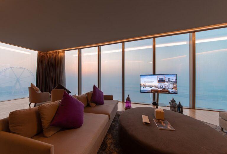 Posedenie v izbe hotela Rixos Premium Dubai