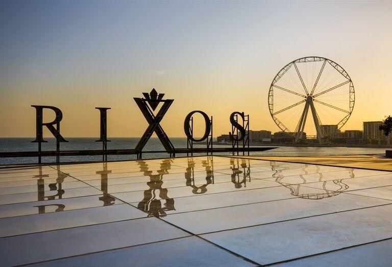 Nápis hotela Rixos Premium Dubai