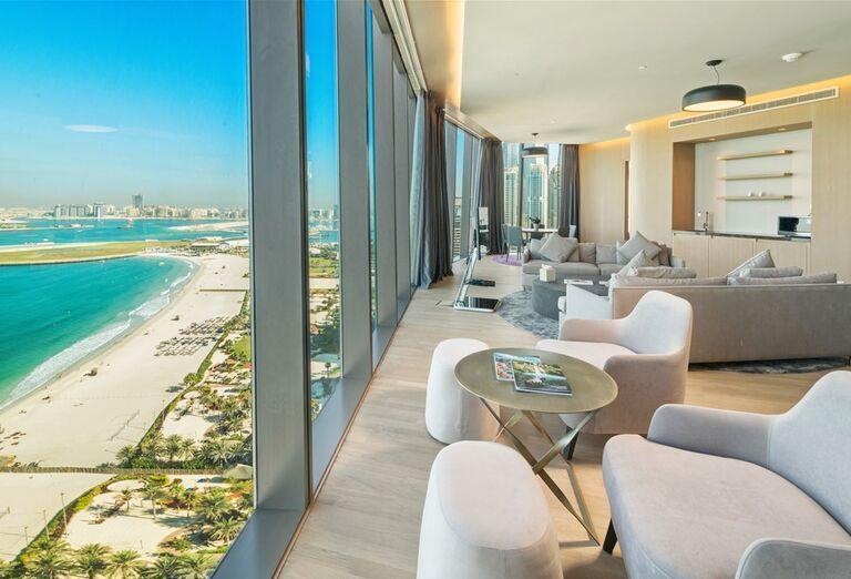 Posedenie s výhľadom na more v hoteli Rixos Premium Dubai