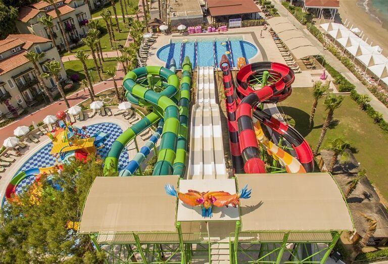 Vodný svet s tobogánmi v hoteli Crystal Flora Beach Resort