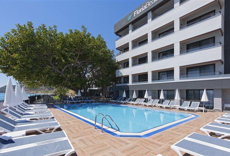 Bazén a hotel Floria Beach