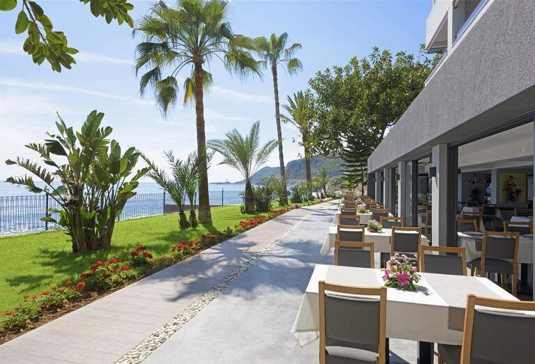 Reštaurácia s výhľadom na more v hoteli Floria Beach