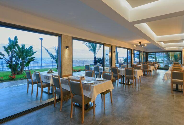 Vnútorná reštaurácia v hoteli Floria Beach
