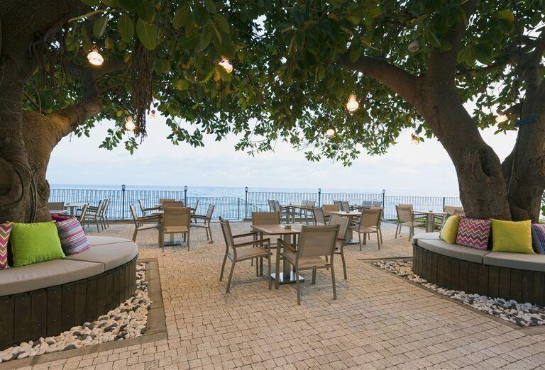 Posedenie s výhľadom na more v hoteli Floria Beach