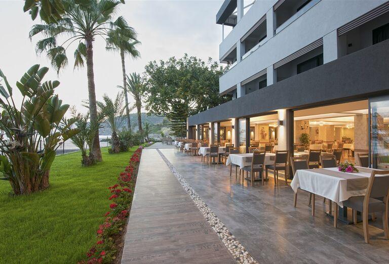 Vonkajšia reštaurácia v hoteli Floria Beach