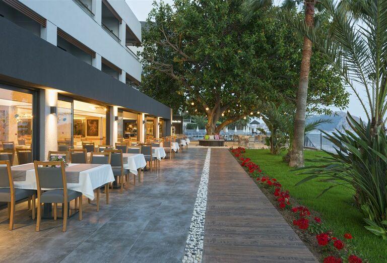 Posedenie v reštaurácii hotela Floria Beach