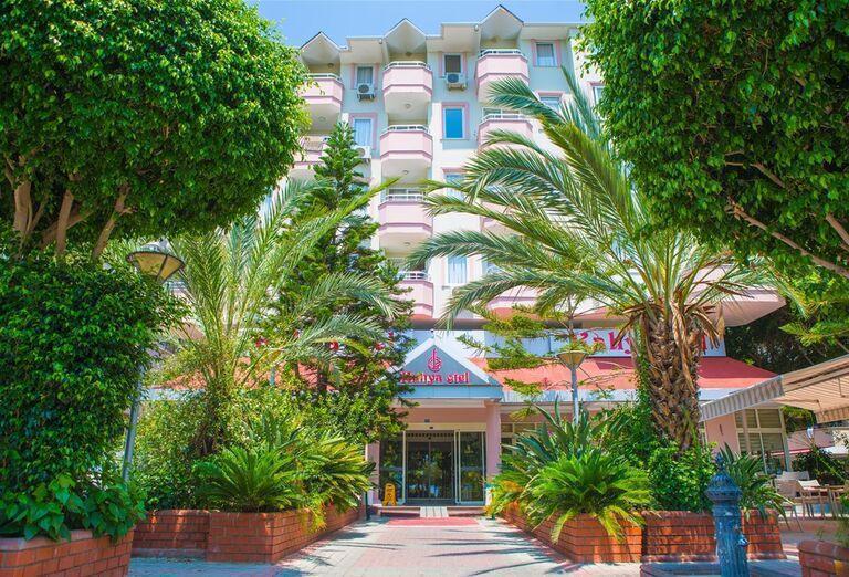 Vchod do hotela Kahya