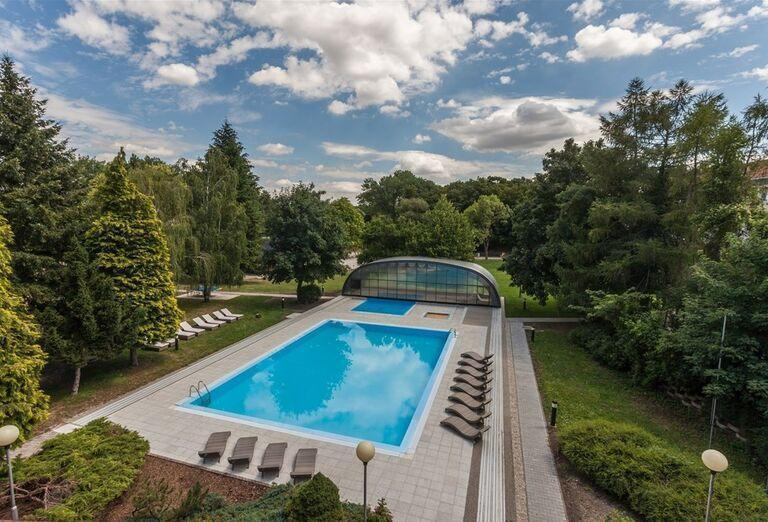 Vonkajší bazén v hoteli Pod Lipou Resort