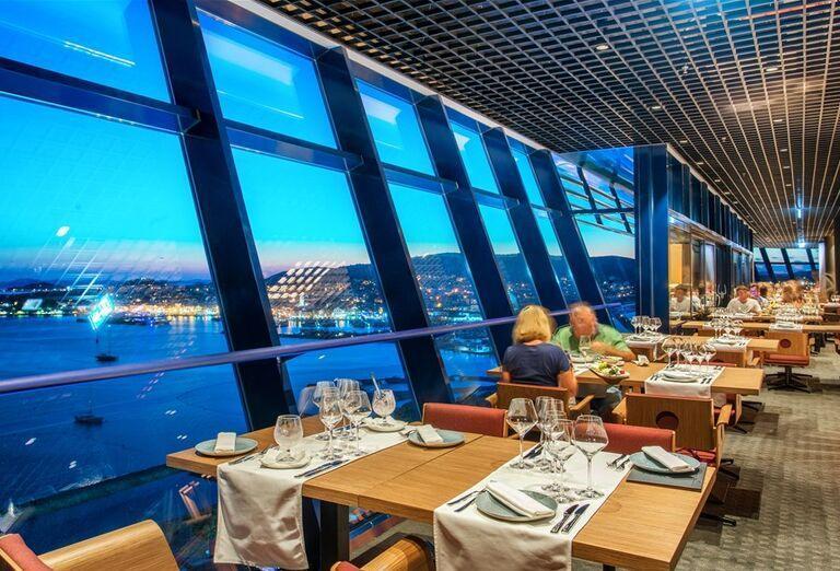 Reštaurácia s výhľadom na more v hoteli Olympia Sky