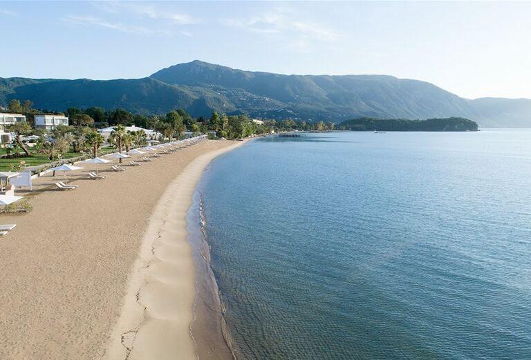 Panoráma pláže pred hotelom Ikos Aria
