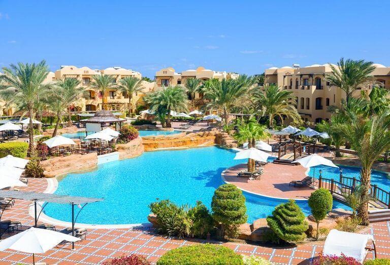 Bazén a hotel Steigenberger Coraya Beach