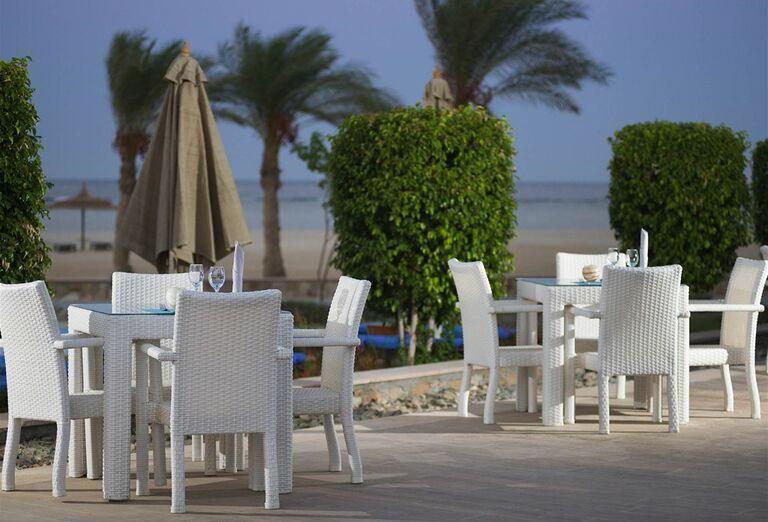 Posedenie s výhľadom na more v hoteli Novotel Marsa Alam