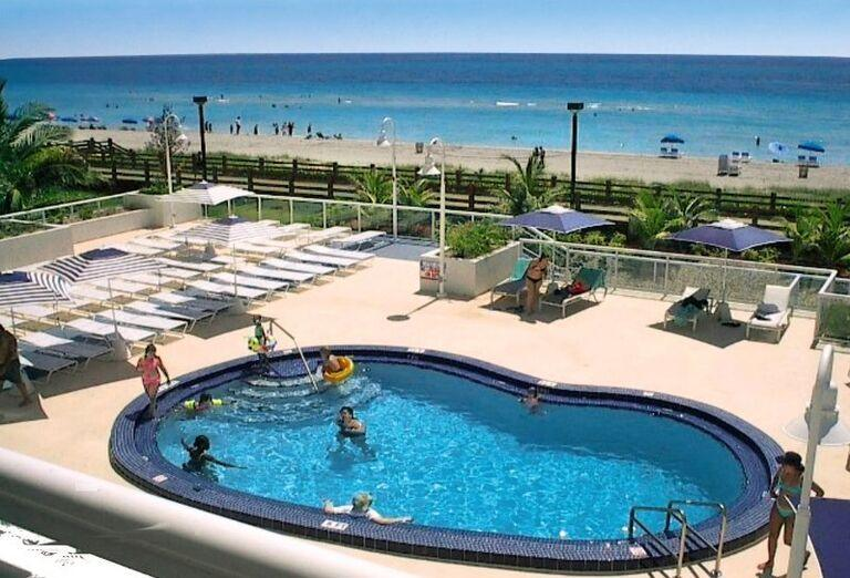 Bazén v hoteli Best Western Plus Atlantic Beach Resort