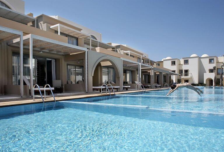 Bazén v hoteli Sentido Ixian All Suites