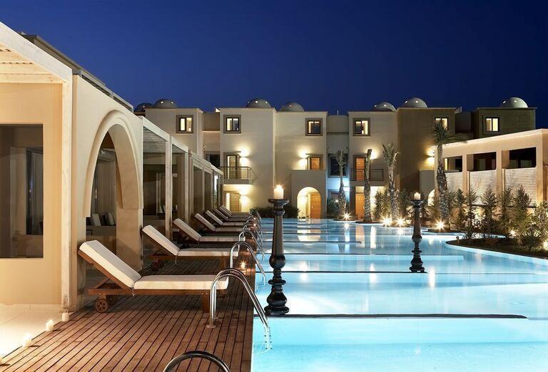 Vstup do bazéna v hoteli Sentido Ixian All Suites