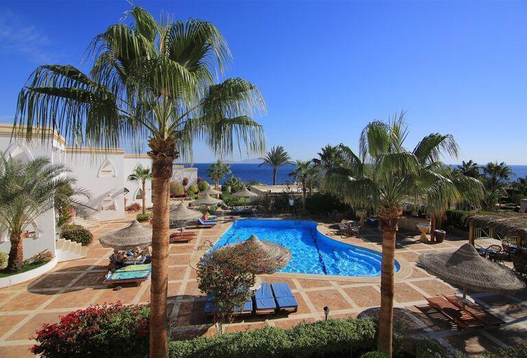 Bazén v hoteli Club Reef Resort