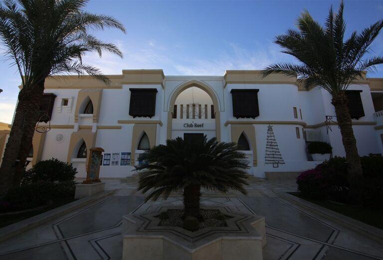 Vstup do hotela Club Reef Resort