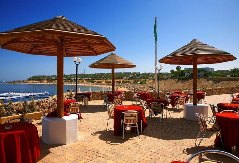 Posedenie s výhľadom na more v hoteli Domina Coral Bay Oasis