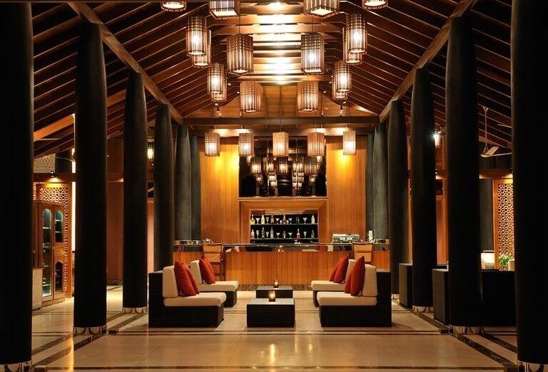 Posedenie pri bare v hoteli Paradise Island Resort & Spa
