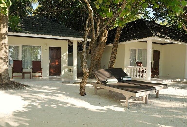 Lehátka pred hotelom Paradise Island Resort & Spa