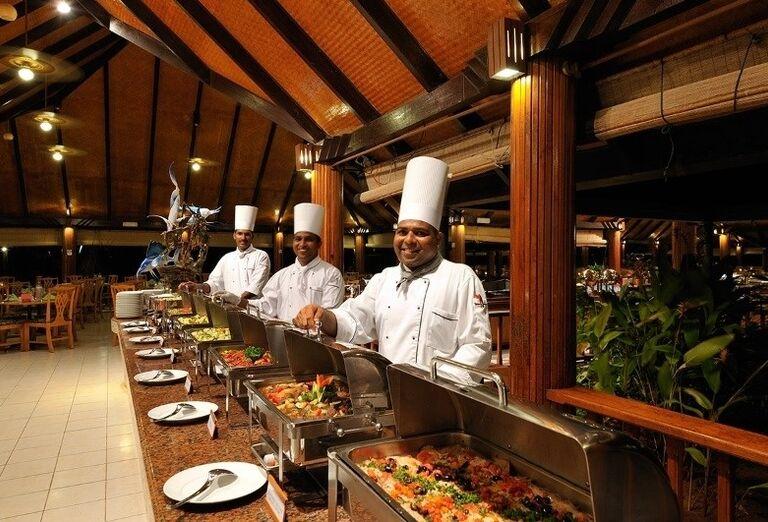 Ponuka švédskych stolov v hoteli Paradise Island Resort & Spa