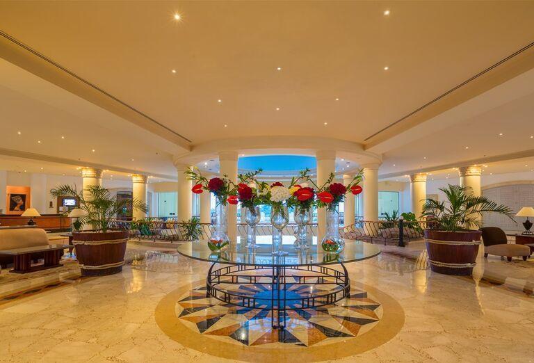 Hala v hoteli The Bayview Taba Heights Resort