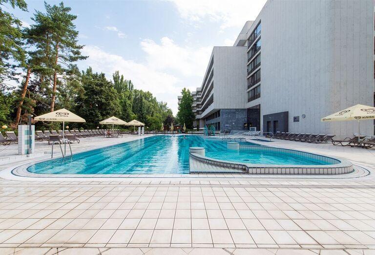Vonkajší bazén v hoteli Danubius Health Spa Resort krídlo Palace
