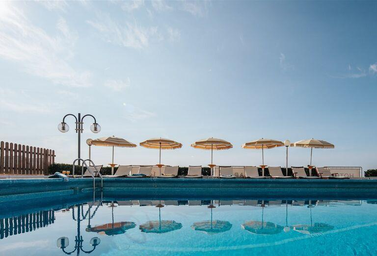 Bazén v hoteli Capitol