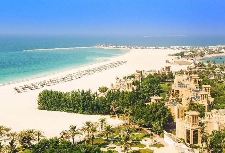 Pohľad na komplex hotela Hilton Al Hamra Beach & Golf Resort